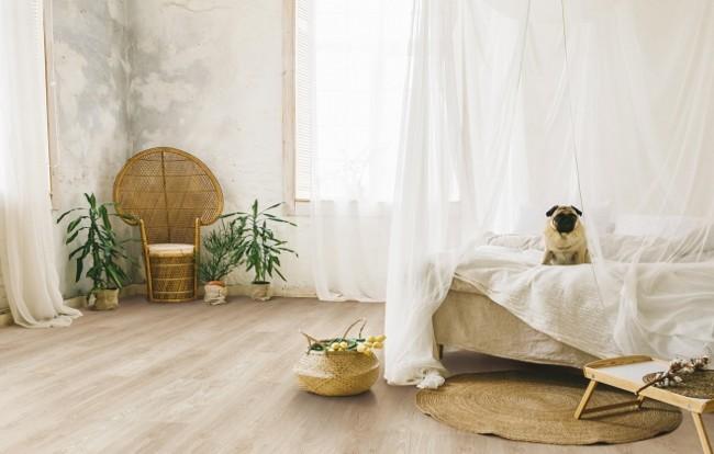 podłogi z drewna naturalnego